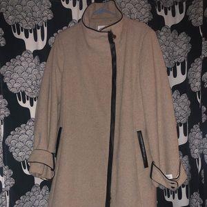 Women's twill patent trim coat